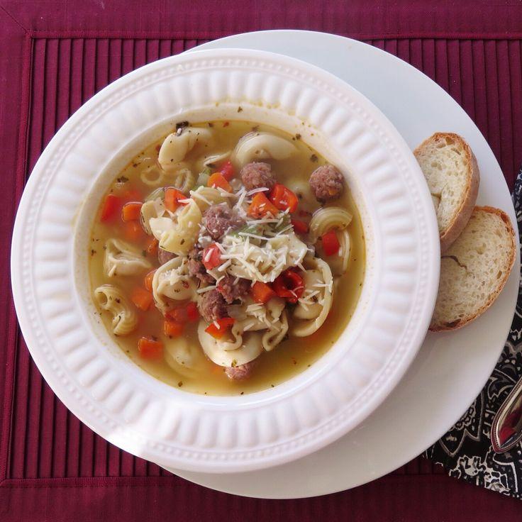 Today's Dinner- Italian wedding soup made with hot Italian sausage and cheese tortellini. 오늘저녘은 이탈리안 결혼식 수프 입니다. 끓는 치킨스톡이 끓는동안 야채를썰어넣고 이에 치즈를 넣어만든 토틀리니 파스타와 매운 이탈리안 소시지로 완자를 만들어넣어 끓입니다. 야채는 당근, 양파, 갤러리와 빨간피망운 불에 구워 넣고 양념은 소금, 마늘, 후추와 오리가노 가루 오 맛을 냅니다. 그릇에 담고 파마쟌 치즈를 위에뿌려 냠냠. 10분정도면 요리끝.