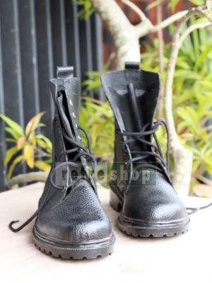 Sepatu PDL ini merupakan salah satu perlengkapan TNI Polri yang bisa Anda miliki dari toko Refrehsop. Dengan harga grosir, anda masih bisa mendapatkan sepatu kulit jeruk ini potongan harga bila membeli dalam jumlah banyak.