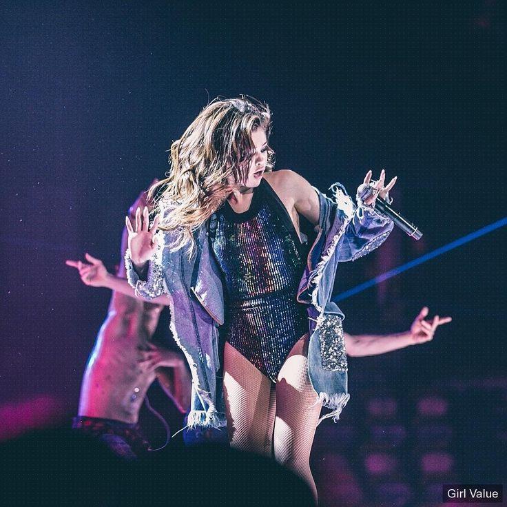 "{""token"":""3960""} - Selena Gomez"