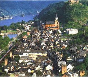Oberwesel ~ Middle Rhine ~ Rhein-Hunsrück-Kreis ~ Rhineland-Palatinate ~ Germany ~ It belongs to the Verbandsgemeinde of Sankt Goar-Oberwesel, whose seat is in the town. Oberwesel lies on the river Rhine's left bank in the Rhine Gorge between the neighbouring towns of Sankt Goar and Bacharach.  Within the Middle Rhine wine region, Oberwesel is one of the biggest winegrowing centres.