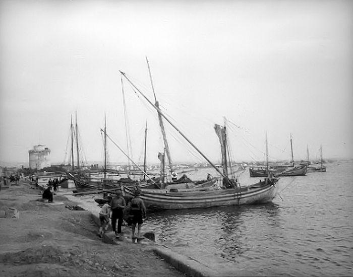 Η παλιά παραλία και ο Λευκός Πύργος σε φωτογραφία του Ελβετού αρχαιολόγου Paul Collart στο τέλος της δεκαετίας του 1920