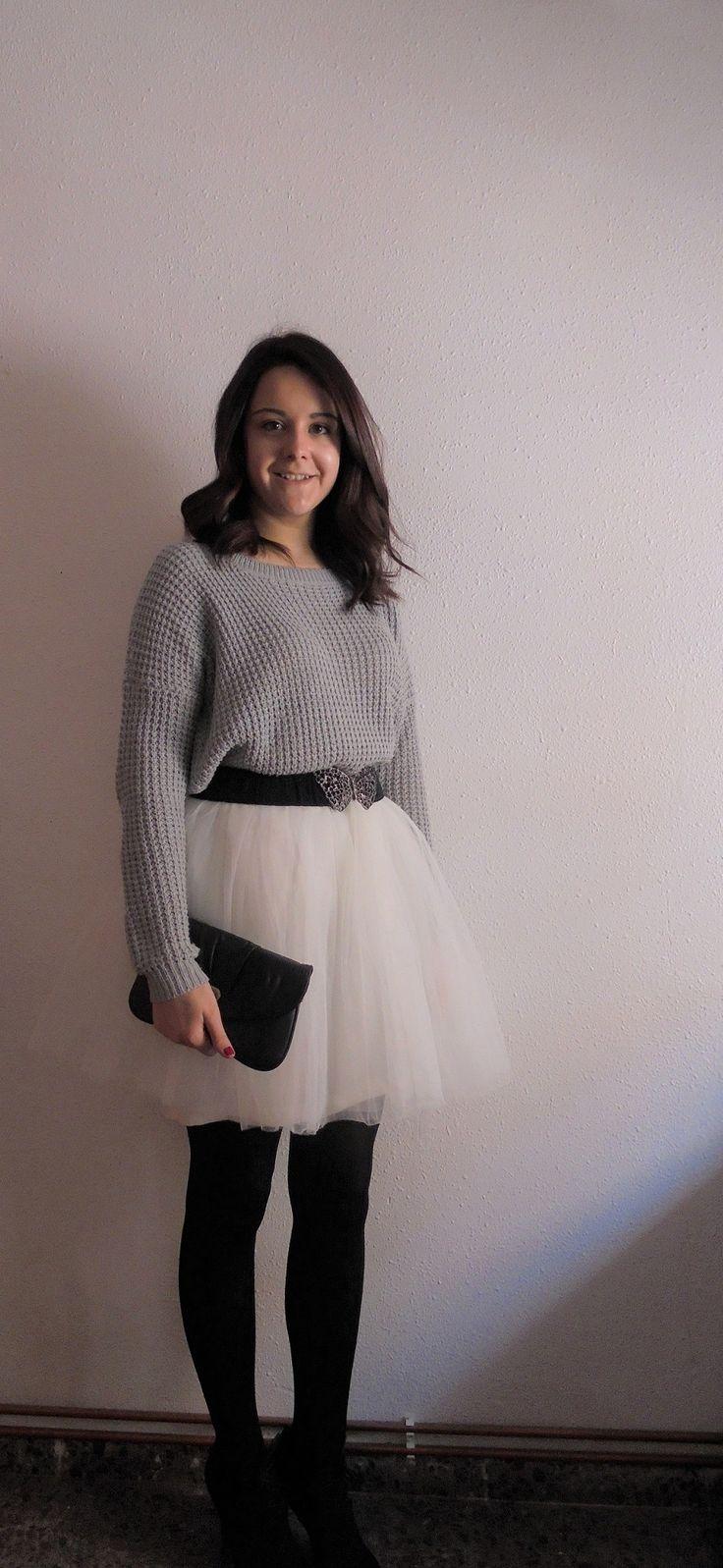 GREY, WHITE AND BLACK  - Temporada: Otoño-Invierno - Tags: falda de tul,  - Descripción: Look con jersey de lana combinado con una falda de tul. #FashionOlé
