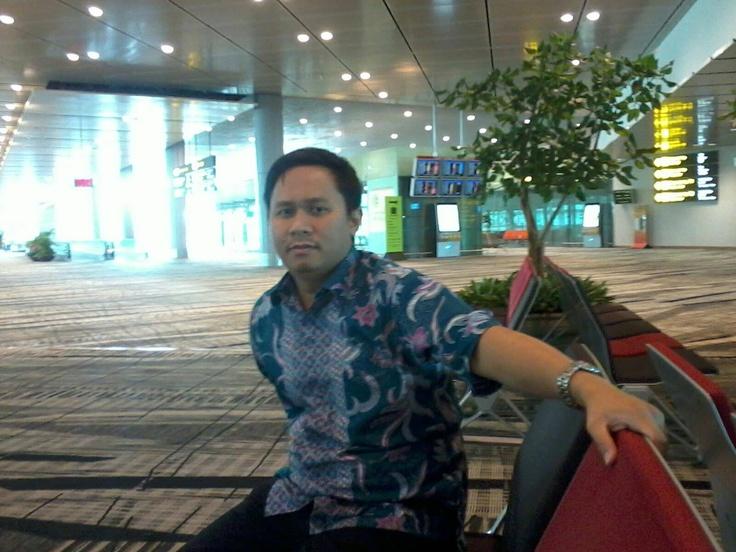 In action with Batik Keris. Foto oleh Ibu Jeung Mur dari Jakarta. Terima kasih atas fotonya!