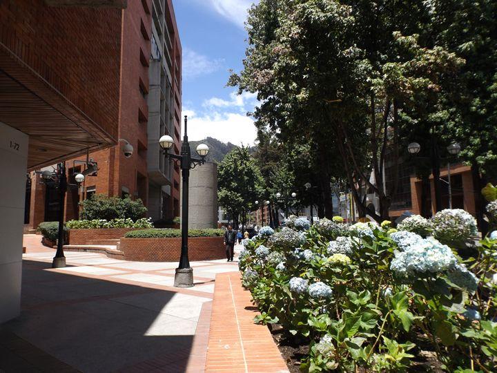 El Centro Comercial Andino está ubicado en el barrio El Retiro del norte de Bogotá, entre las carreras 12 y 11 y la calle 82. Visitado por turistas...