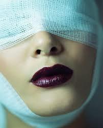 la cirugia plastica- Uns cirugia donde una persona hacer algo nuevo.