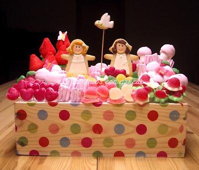 First Communion / Primera Comunión (Centro de galletas y chucherías con mariposas de fondant para Marta y María)