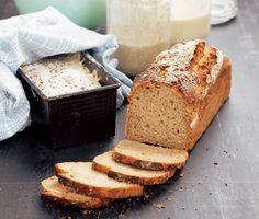 Surdegsbröd har blivit otroligt populärt och vill du vara riktigt nyttig så är det här brödet för dig. Det må ta ett par dagar för att få surdegsbrödet färdigt - men det är verkligen värt väntan!
