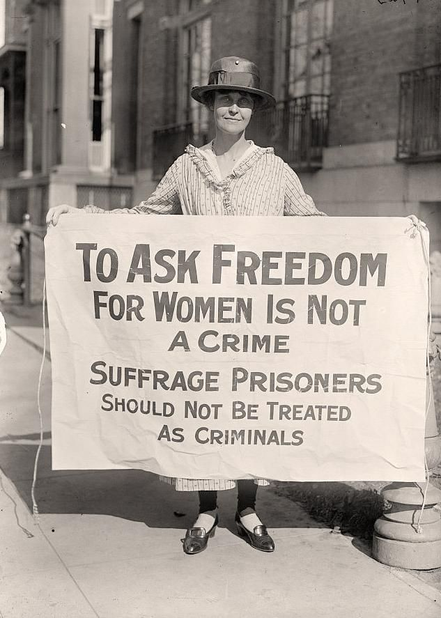 photograph of Woman Suffrage Pickets. It was made in 1917 by Harris & Ewing.