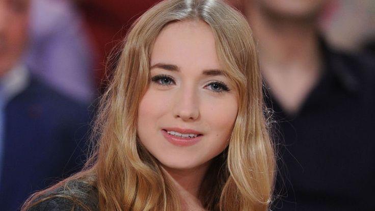 Chloé Jouannet : La fille d'Alexandra Lamy s'affiche nue dans son lit