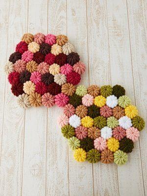 まるでマカロンのように可愛く編み上がる「コイル編み」太めの毛糸ならもこもこフワフワのおざぶやマットになります。編み方もコツを覚えれば意外と簡単!暖かで可愛いグッズ作りましょう♪