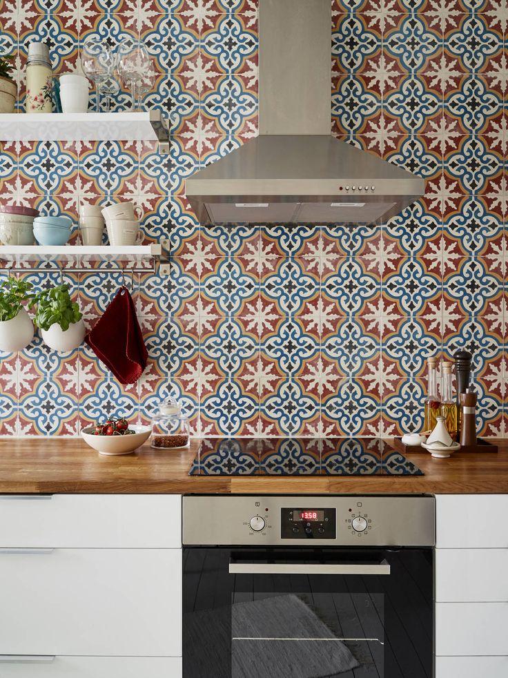 Leuke Marrokaanse tegeltjes op de keukenmuur!