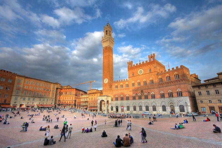Piazza del Campo.  Place où se déroule le 'Palio' RRR p.263. 1/90 TA