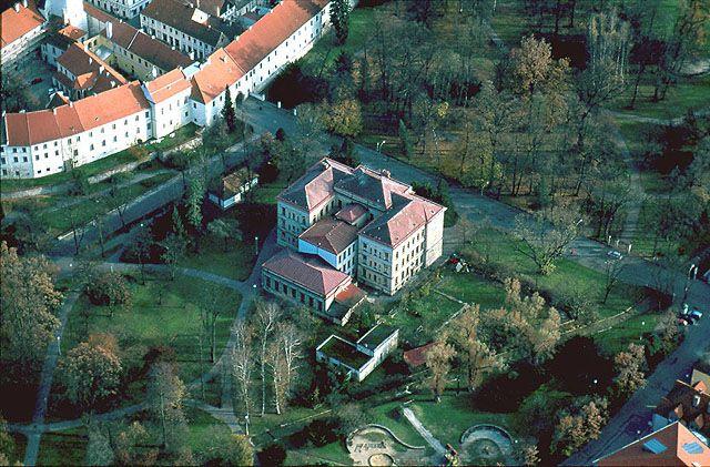 trebon-park-016.jpg (640×421) Škola