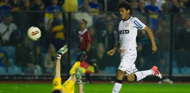 """Gol decisivo sobre Boca faz 5 anos, e Romarinho diz: """"marcado na história"""""""
