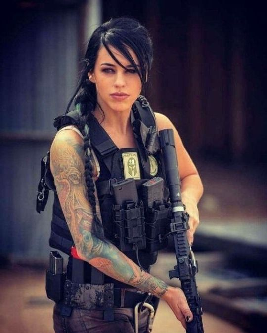 Military girl - Beautiful Girls & Guns #girlsandguns #girlswhoshoot #girlswithguns #womenwithguns #weapons