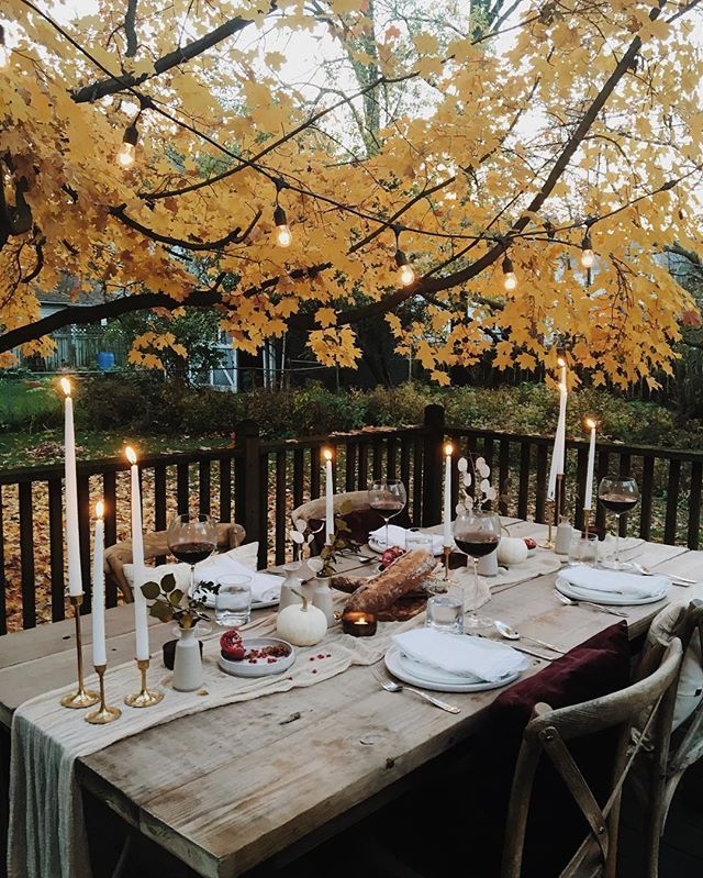 Dining outdoors with a simply yet elegant setting