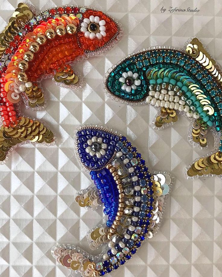 So cool small fish brooches... Unique jewelry gift for Pisces. #zefirinastudio #студиязефириной #моднаяброшь #fashionbrooch #handmadejewellery