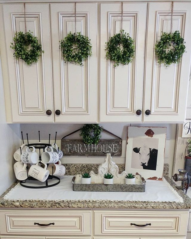Farmhouse kitchen decor cozy kitchens farmhouse style - Farmhouse style kitchen cabinets ...