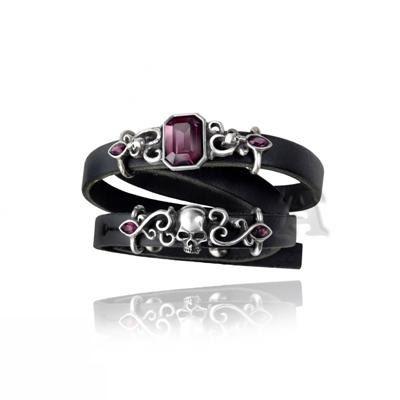 Alchemy gothic pirate princess armbracelet http://www.attitudeholland.nl/haar/body-sieraden/sieraden/armbanden/pirate-princess-leren-armband-schedel-swarovski-gothic-glamroc/