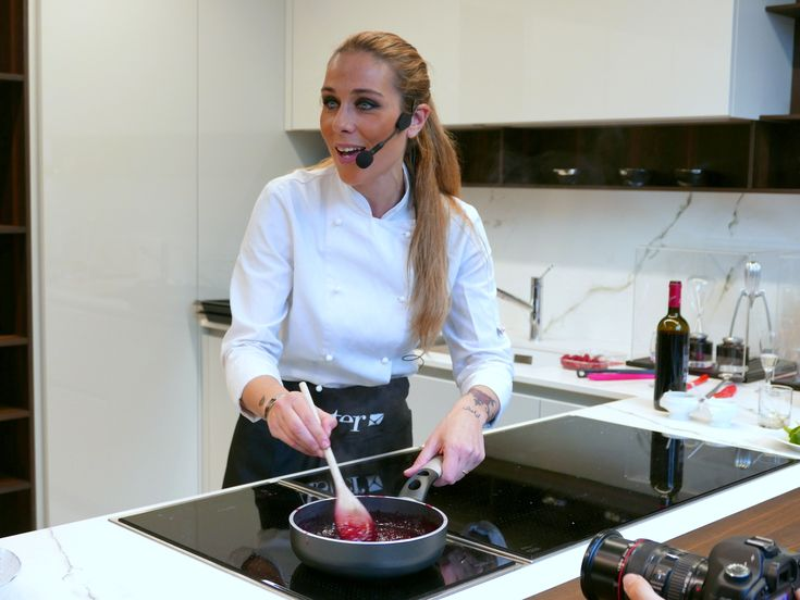 La cucina personalizzata con Aster e la food blogger Valentina Scarnecchia - Pensare fuori dagli schemi è la ricetta per creare piatti unici in cucine altrettanto uniche firmate Aster. Abbiamo incontrato la food blogger Valentina Scarnecchia.  - Read full story here: http://www.fashiontimes.it/2016/04/la-cucina-personalizzata-con-aster-e-la-food-blogger-valentina-scarnecchia/