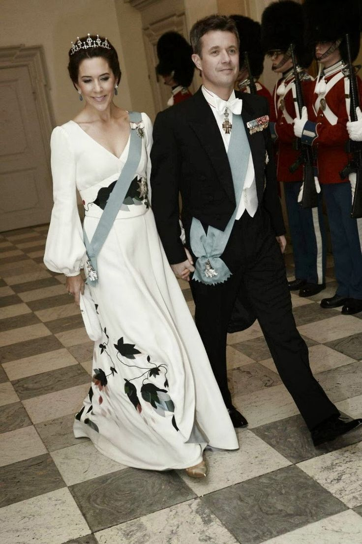 MYROYALS &HOLLYWOOD FASHİON: Danish Royal Family hosted a banquet at Christiansborg Palace for members of government, parliament and Danish members of European Parliament, March 12, 2014-Crown Prince Frederik and Crown Princess Mary