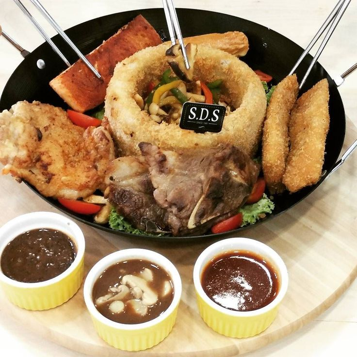 还在捞鱼生吗那你就 OUT 啦是时候换个口味来一个主食拼盘捞一个不一样的#新年就是要不一样 #SDS #新利香 #芋意吉祥 #拼盘 Are you still in mood for Lou Sang? It's time for a change and try the 8-Dish Platter instead! ---------------------------------------------------------------------------- #asseenhere CNY Reunion Platter RM58.88 (Special price from 19-20 Feb 2016) ---------------------------------------------------------------------------- ::Available at all SDS Bakery & Cafe:: JOHOR JAYA 100-102 Jalan Dedap 4 Taman Johor Jaya 81100 Johor…