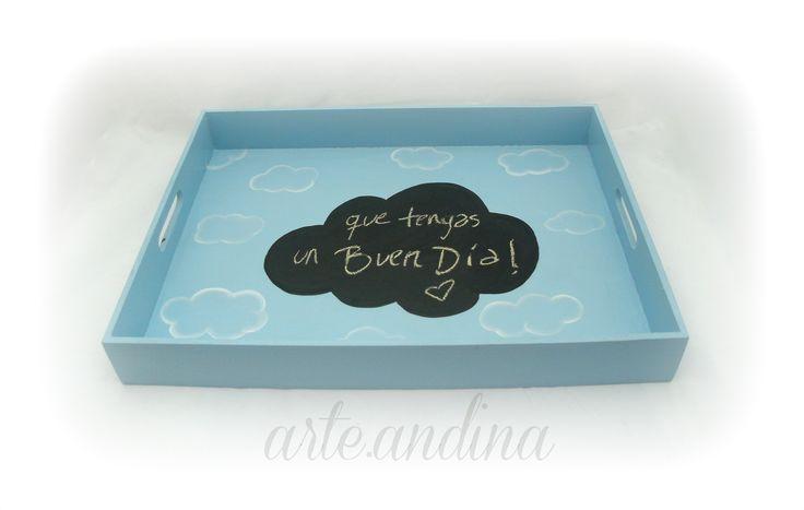 Wood tray with chalkboard for messages.Cloud Design. Bandeja Pizarrón con diseño Nube, escribí tu mensaje!