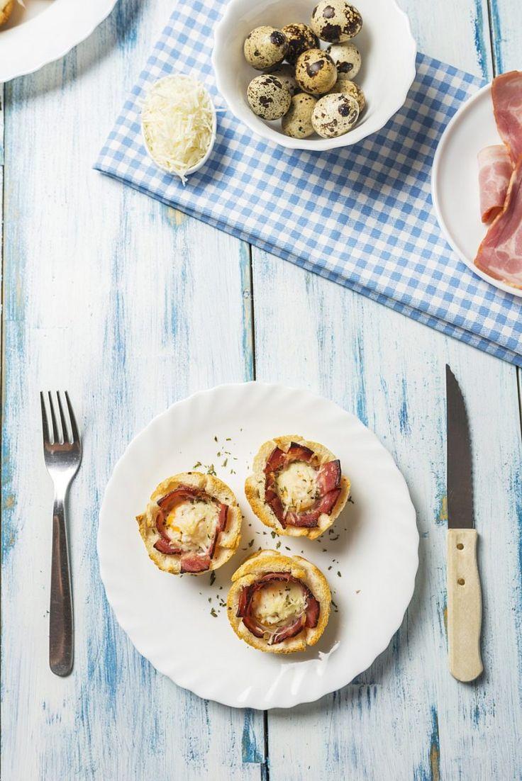Muffiny z jajkiem, boczkiem i serem Asiago