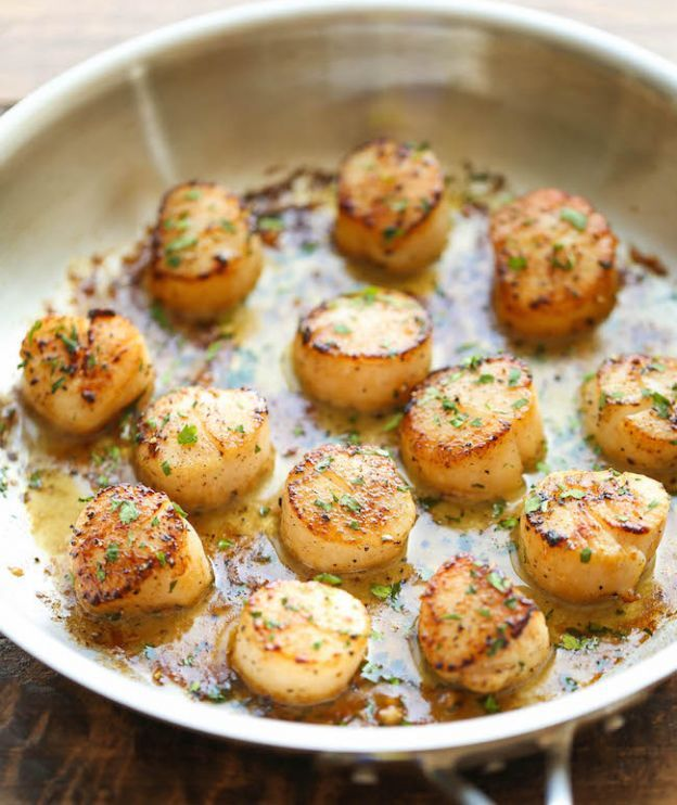 Grilled scallops with garlic and lemon butter