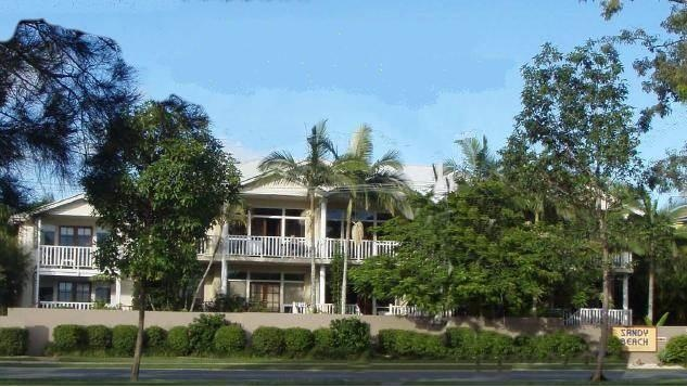 Sandy Beach Resort Noosa VIP Limousines transfers Maroochydore Airport to Brisbane  www.noosaviplimousines.com