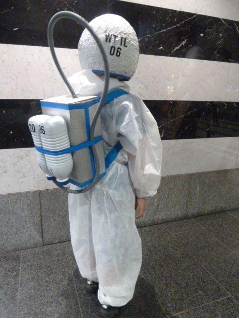 Astronautenanzug Do-it-Yourself, inklusiv Helm und Sauerstofftank