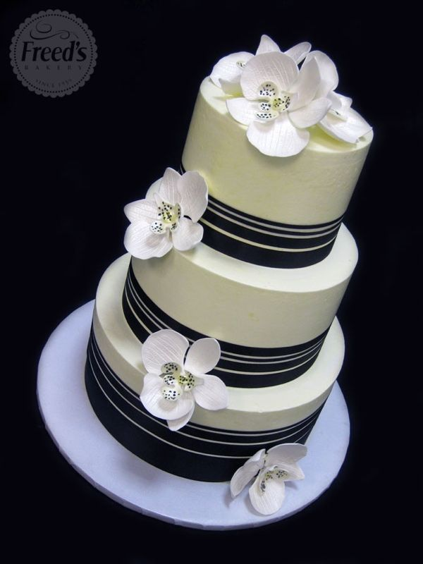 Buttercream wedding cake with navy blue ribbon detail