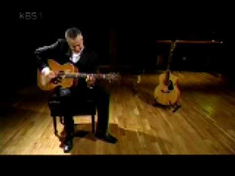 Master guitar player, Tommy Emmanuel - Angelina
