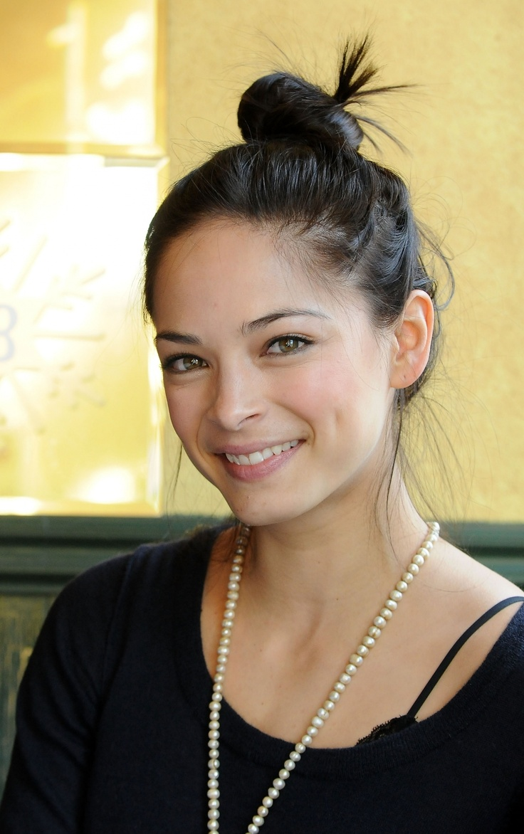i love kristen kreuk! she is so awesome in smallville:)