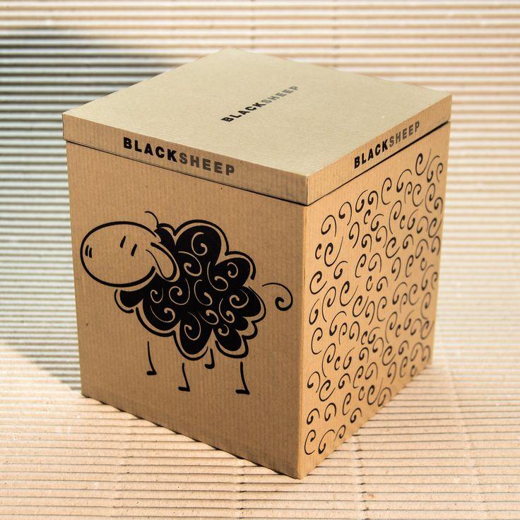 Scatola Black Sheep  Materiale:Legno rivestito Dimensioni:12,5 x 12,5 cm altezza 14 cm • Info: enrico@ynedit.it