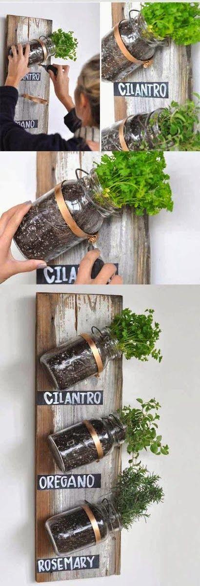 4.  Si el espacio es realmente chico, podés usar sólo una tabla y fijarle frascos de vidrio, para que después cocines con tus propias hierbas.