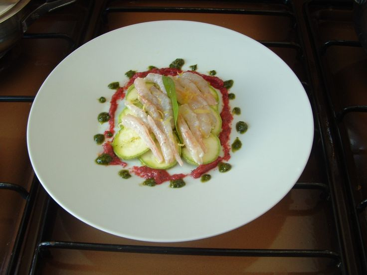 Carpaccio  di zucchine  ,gamberetti marinati   al limone  vinaigrette alla barbabietola Gino D'Aquino