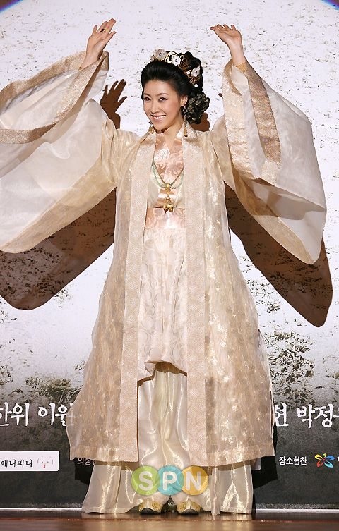 Ja Myung Go(Hangul:자명고;RR:Jamyeonggo; also known asPrincess Jamyung) is a 2009 South Korean television series starringJung Ryeo-won,Park Min-youngandJung Kyung-ho. It aired onSBS for 39 episodes. It is based on the Korean folk talePrince Hodong and the Princess of Nakrang, which touches the story of the failed Nakrang Kingdom. 성현아
