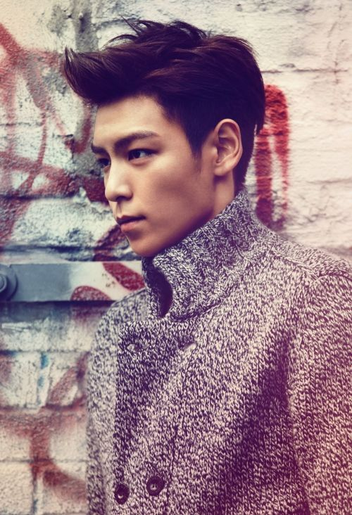 I'm not really a fan of TOP but dayum look at that bone structure jawline. Hot. I have a Jawline fetish.