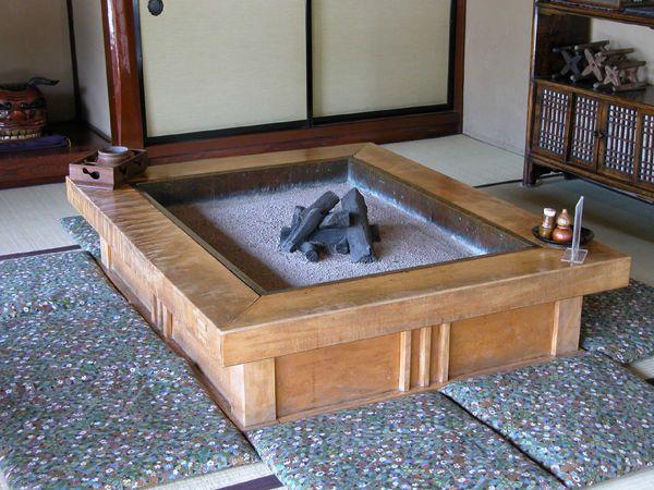 DIYで作る自作の囲炉裏テーブルの作り方などをたくさんまとめてみまし ...