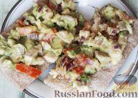 Фото к рецепту: Салат с авокадо и куриной грудкой
