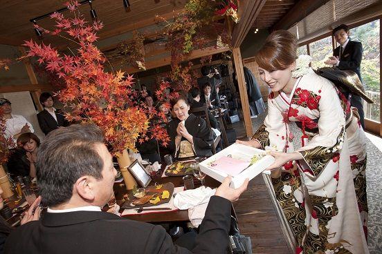 「紅葉」をテーマにした和装で叶える結婚式【秋の和婚のすすめ】