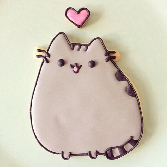 A cute Pusheen cookie by @luna_bakery!  #regram #pusheentreats #pusheen