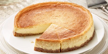 A mouth-watering cheesecake made with fresh whole milk ricotta and your choice of orange blossom or clover honey.