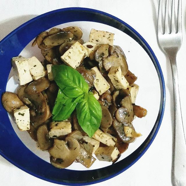 Dinner time !!! Tofu con funghi trifolati  New post on  https://healthymealsite.wordpress.com/  #healthylifestyle #healthychoices #healthy #healthyfood #hungry #instafood  #food #foodphotography #vscofood #vscocam #vsco  #vscofeature #tofu #healthyrecipes #recipes #dinner #eat #yummy #igers #tasty #foodphotography #homemade #mushroom #protein #lowcarb #spicy #soy #vegan #vegetables