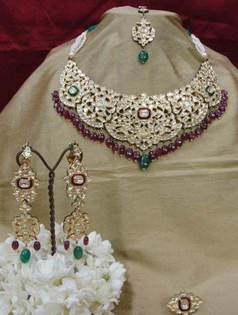 Gehna India offer to sell designer handcraft Regal Kundan Necklace bridal set online in Chennai.