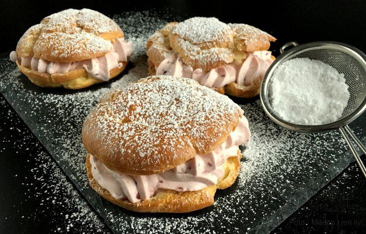 Super nem og lækker opskrift på fastelavnsboller med hindbærskum (walesboller). Ganske få ingredienser og færdige på under 1 time inkl. bagetid og afkøling.