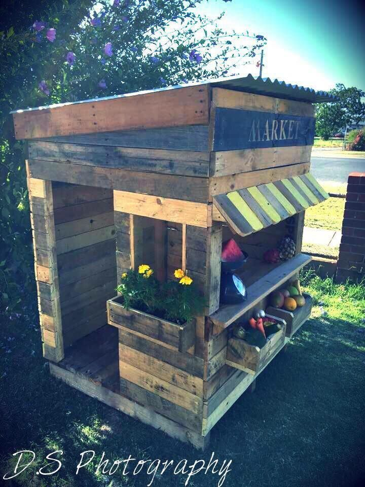 upcycled pallet cubby houses on www.recycledinteriors.org More