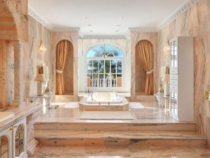 In vendita la #villa di #lusso di #Prince a Marbella   #LuxuryEstate #Spagna #celebrità