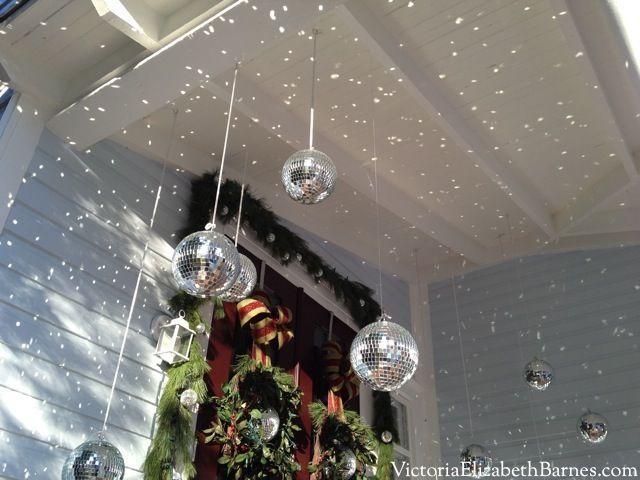 Ungewöhnliche Weihnachtsdekoration. Günstige Discokugeln. Dekorieren Sie Ihre …